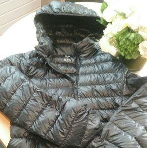 Uniqlo short lightweight hooded puffer